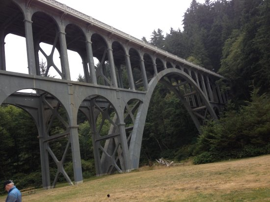 Florence, Oregón: the bridge with the parking lot for Heceta Lighthouse
