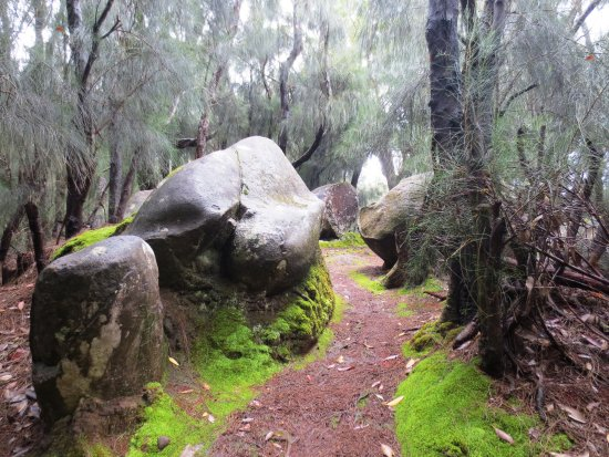 Hoolehua, Havai: Approaching the phallic rock