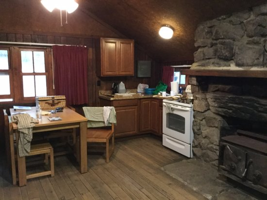 Fort Loudon, Pensilvania: Inside--the kitchen area