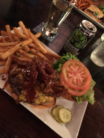 Oakhurst, Kalifornia: Fantastic burger and drinks for all people