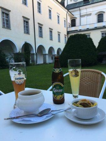 St. Florian, Áustria: 修道院の中庭でいただきました