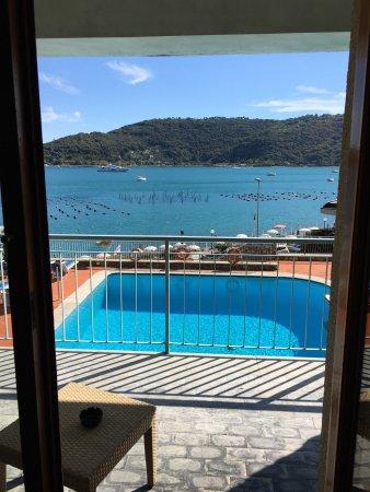 Royal Sporting Hotel: Facciata hotel e vista dalla camera