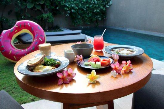 Uma Sapna: Breakfast delivered to our villa