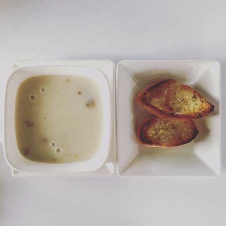 Sitiawan, Malezya: Mushroom Soup with Garlic Bread (just 2 small slice of bread)
