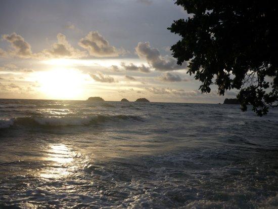 Ko Chang Tai, Thailand: Coucher de soleil devant bungalow!! SUPER!
