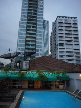 Admiral Suites Bangkok by Compass Hospitality: Made good use of this area every day. Always very clean.