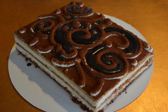 Inverloch, Australien: Tiramisu cake. Mascarpone cream, espresso soaked lady fingers. GF!