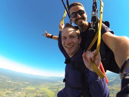 Snohomish, WA: Cameo opportunities abound during the entire skydive