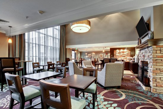 Staybridge Suites Madison East: Guest Dining Lounge