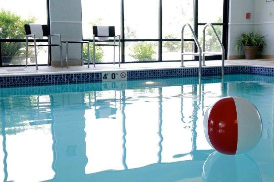 Hampton Inn Milwaukee Airport: Pool