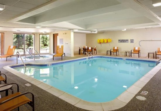 Willoughby, OH: Indoor Pool & Whirlpool