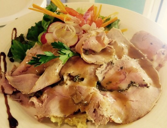 Il Desco Bistro : Oven baked veal carpaccio on chickpeas cream and organic salad