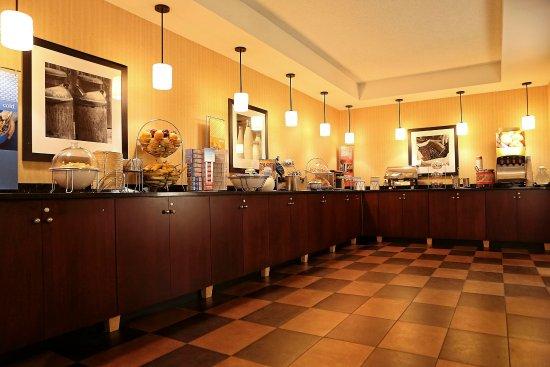 هامبتون إن أوكلير:  Breakfast Area