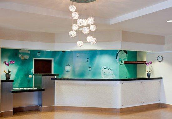 SpringHill Suites Los Angeles LAX/Manhattan Beach: Front Desk