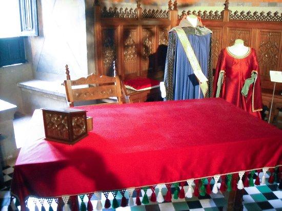 Interno del castello, camera da letto - Foto di Borgo Medievale ...