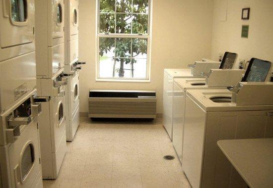 Hawthorne, CA: Laundry Area