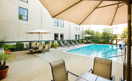 Hampton Inn Metairie : Outdoor Pool Area