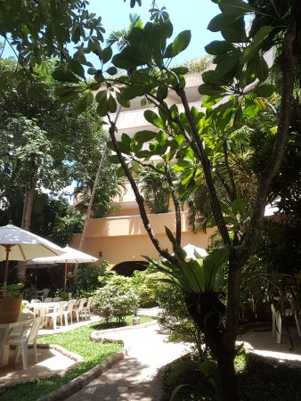 Pacific Club Resort: The outside dining garden a very lovely spot for breakfast