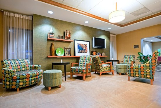 Hampton Inn Boston-Logan Airport: Lobby Lounge