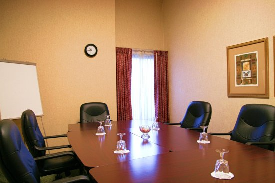 Hampton Inn Boston-Logan Airport: Executive Boardroom