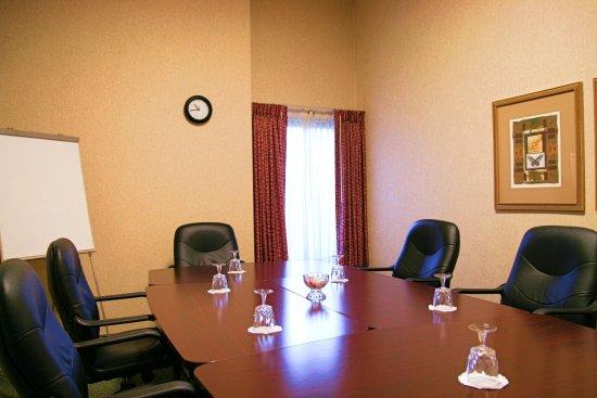 هامبتون إن بوسطنلوجان إيربورت: Executive Boardroom  
