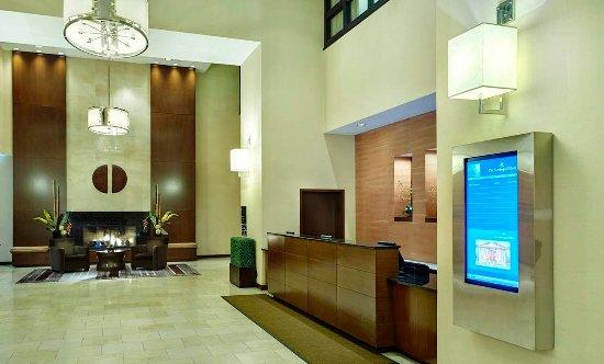 The Saratoga Hilton: Hotel Lobby