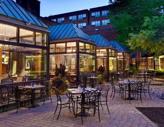 The Saratoga Hilton: The Springs Outdoor Courtyard