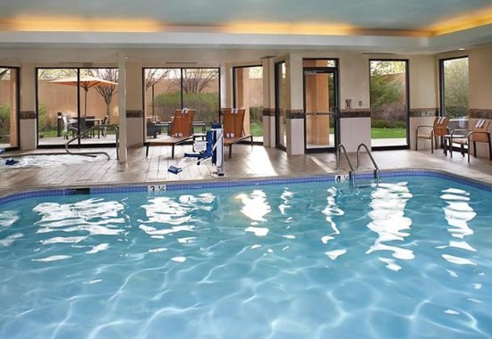 Utica, MI: Indoor Pool & Spa