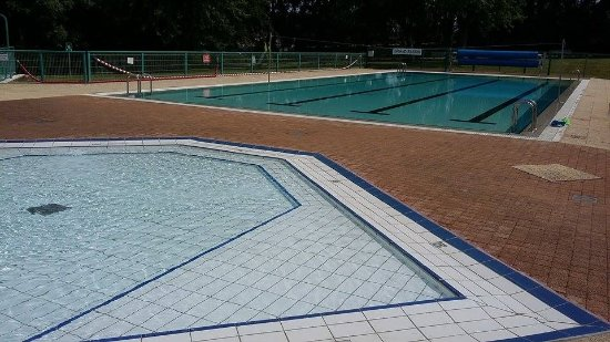 Fresnay-Sur-Sarthe, فرنسا: Notre piscine