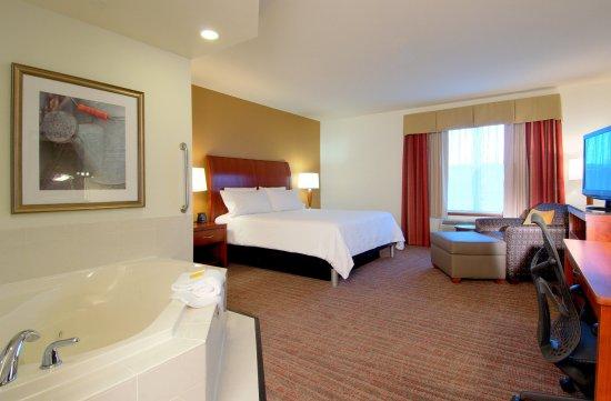 Hilton Garden Inn Rockford: Whirl Pool Suite
