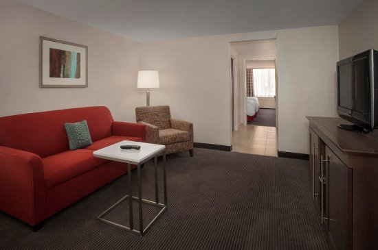 Hampton Inn & Suites Milwaukee Downtown: 2 Double Beds w/Whirlpool