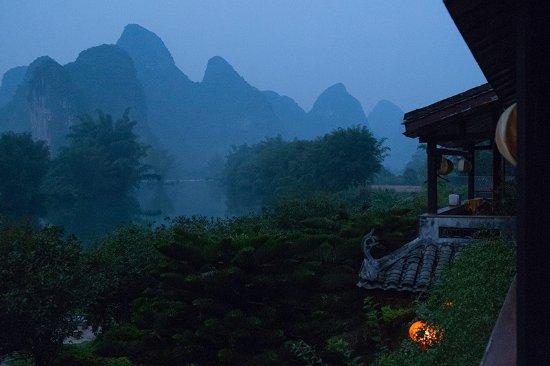 Yangshuo Mountain Retreat: 二階のベランダからの眺め