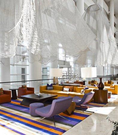 Renaissance Schaumburg Convention Center Hotel: Atrium Seating Area