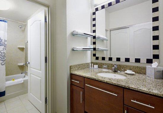 Ист-Рутерфорд, Нью-Джерси: Suite Bathroom