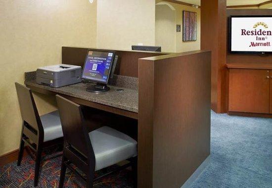 Ист-Рутерфорд, Нью-Джерси: Business Center