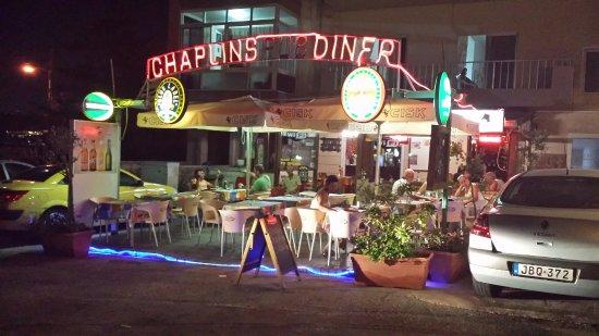 Voorzijde Chaplins diner bar