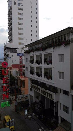 Bach Duong Hotel: Вид из номера налево