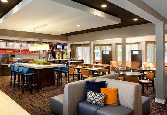 Courtyard Pleasanton: Lobby