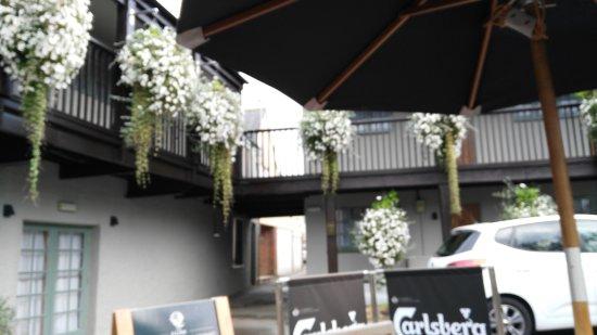 Topsham, UK: The beautiful hanging baskets outside