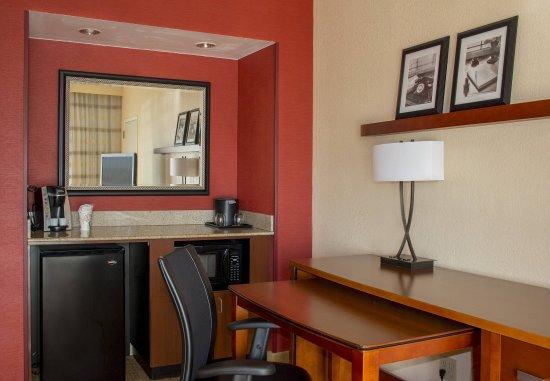 ไฮแลนด์พาร์ค, อิลลินอยส์: One-Bedroom Suite - Amenities