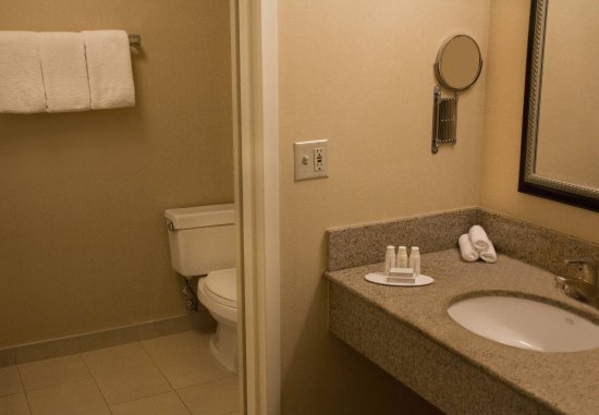 Highland Park, IL: One-Bedroom Suite - Bathroom