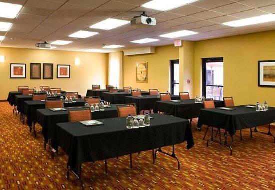 Courtyard Sacramento Airport Natomas: Meeting Room – Schoolroom Setup