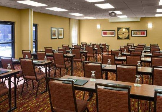 Courtyard Sacramento Airport Natomas: American River Meeting Room – Classroom Setup