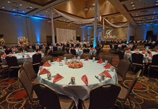 Blue Springs, MO: Ballroom – Wedding Reception