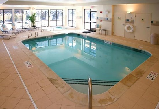 Courtyard Hanover Lebanon: Indoor Pool & Whirlpool Spa