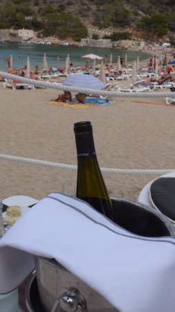 Cala Vadella, Spania: lovely and great selections of wines