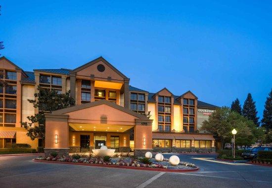 聖羅莎萬怡飯店