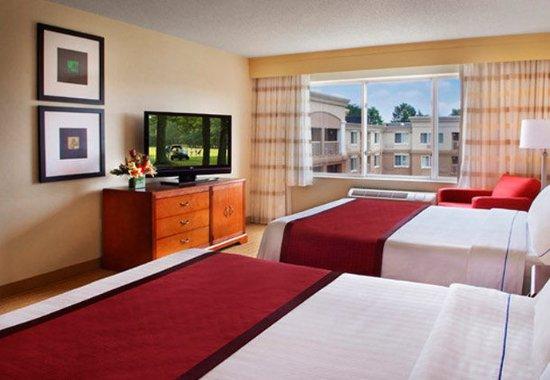 Basking Ridge, NJ: Queen/Queen Suite - Sleeping Area