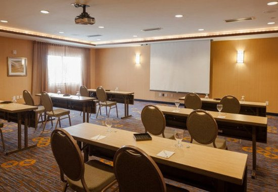 Middleton, WI: Meeting Room – Classroom Setup