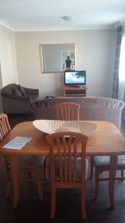Mont Clare Boutique Apartments: Dining room
